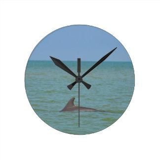 Delfin på Sanibel Rund Klocka