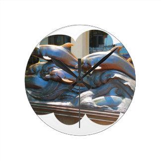 Delfindansstaty utanför det Boston akvariet Rund Klocka