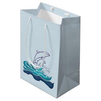 Delfiner som drar gåvan, hänger lös