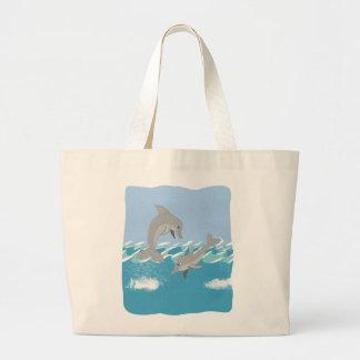Delfiner som simmar i hav tote bags
