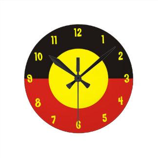 den aboriginal flagga tar tid på rund klocka