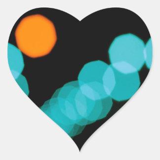 Den abstrakt kristallen reflekterar spelar ingen hjärtformat klistermärke