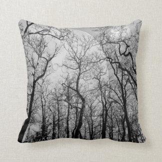 Den abstrakt skogen skräddarsy färgdekorativ kudde