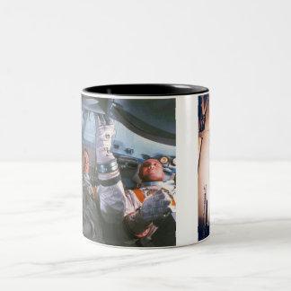 Den Apollo 1 katastrofen Två-Tonad Mugg