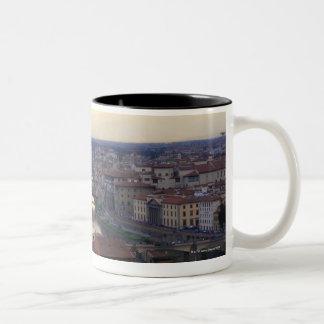 Den Arno floden och Ponten Vecchio i Florence, Två-Tonad Mugg