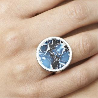 Den åtskilliga irregularen bubblar formad blått ringar