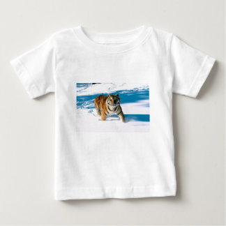 Den Bengal tigern gör skuggar i snön T Shirt