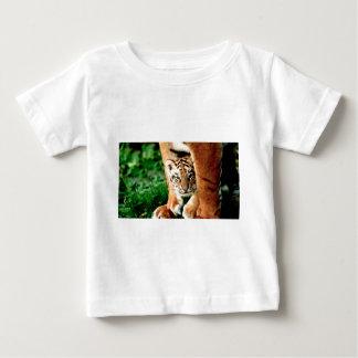 Den Bengal tigerungen plirar ut Tröja