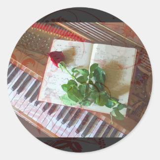 Den blom- musikboken steg på piano runt klistermärke