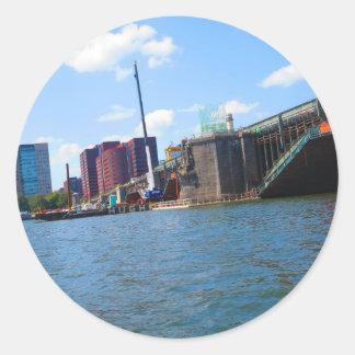 Den Boston horisontsjön beskådar överbryggar Runt Klistermärke