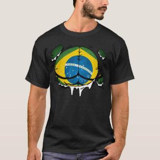 Den Brasilien flagga förkroppsligar rivit sönder Tröja
