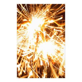 Den brinna sparkleren bildar in av en hjärta brevpapper