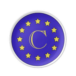 Den Customisable monogramen EU/Brexit pläterar Porslinstallrik