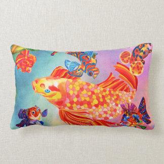 Den dekorativa guldfiskdesignen kudder lumbarkudde