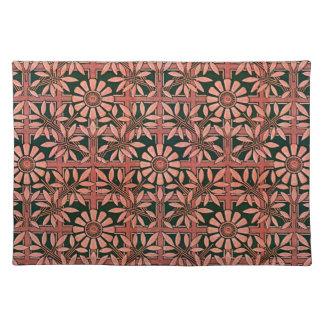 Den djärva zinniaen på en röd spaljé skuggar bordstablett