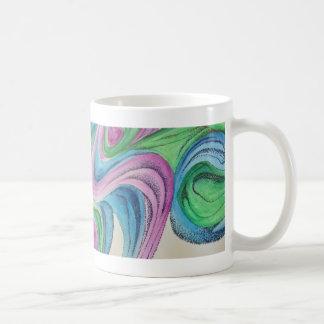 Den drömlika vattenfärgen med specificerar skrivar vit mugg