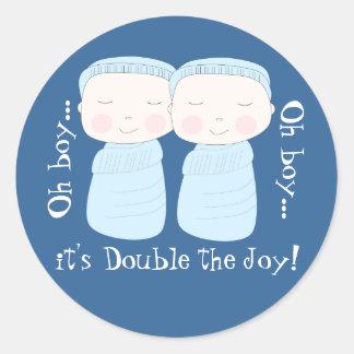 Den dubbla glädjen! Tvilling- pojkar Runt Klistermärke