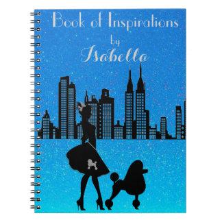 Den eleganta damen älskar anteckningsbok