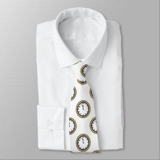 Den eleganta nyårsaftonen tar tid på mönstertien slips
