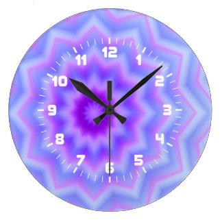 Den eleganta stjärnamönsterväggen tar tid på stor klocka