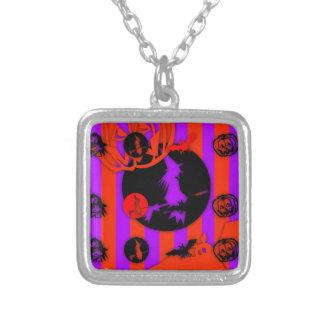 Den elektriska popfärgHalloween häxan kvadrerar Silverpläterat Halsband