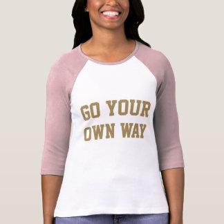 Den enorma flickan Power går ditt eget långt T-shirt