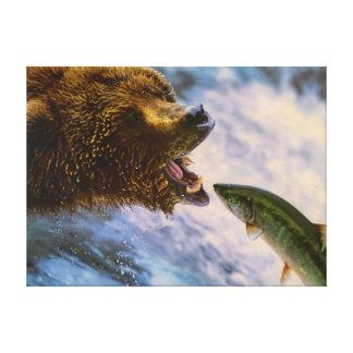 Den fantastiska grizzlybjörnlaxen avbildar canvastryck