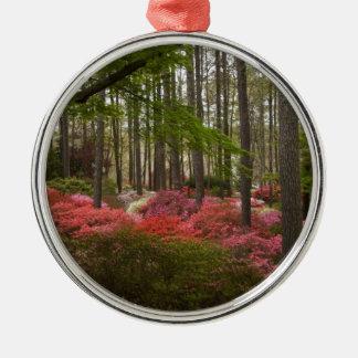 Den färgrika azaleaen landskap julgransprydnad metall