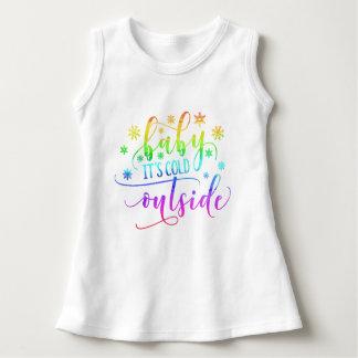 Den färgrika babyen är det den kalla Sleeveless T-shirt