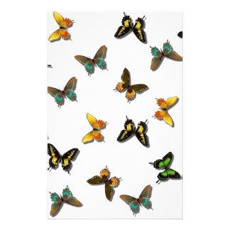 Den färgrika fjärilen avbildar brevpapper