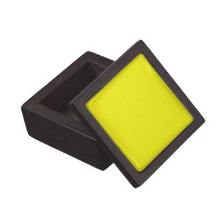 Den fasta ljusa gula högvärdiga gåvan boxas premie prydnadslåda