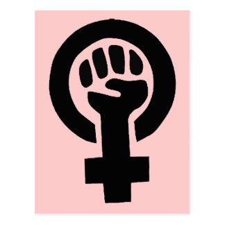 Den feministiska flickan driver symbol med rosa vykort