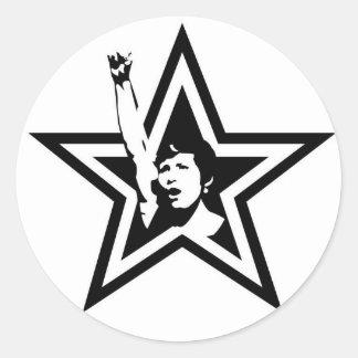 Den feministiska stjärnan knäppas runt klistermärke