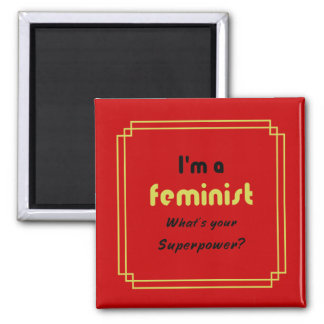 Den feministiska toppen driver sloganguld på rött magnet