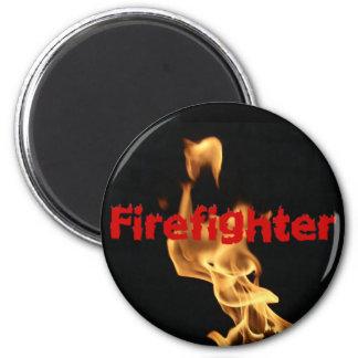 Den flammande brandmannen avfyrar flammar magnet
