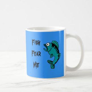 Den förskräckt bas- fisken fruktar mig kaffemugg