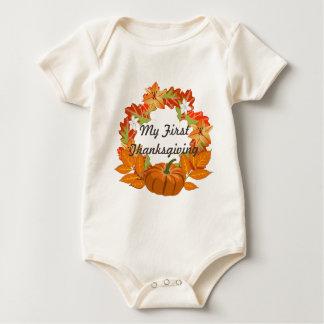 Den första thanksgivingkortärmadbebiset växer bodies