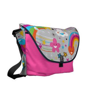 Den förtjusande roliga ljusa regnbågen hänger lös kurir väskor