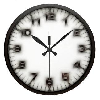 Den gotiska egendomlighetrundaväggen tar tid på stor klocka
