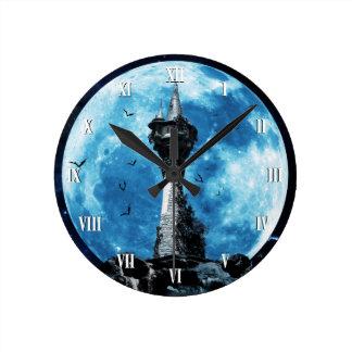 Den gotiska fladdermösstornväggen tar tid på rund klocka