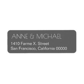 den gråa bröllopadressetiketten med kopplar ihop returadress etikett