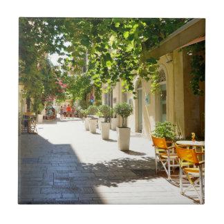 Den Grekland Corfu gatan som är keramisk belägger Kakelplatta