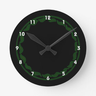 Den gröna chilien cirklar design rund klocka
