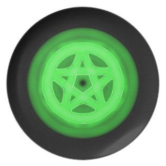 Den gröna glödande pentaclen pläterar tallrik