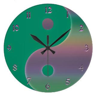 Den gröna och dämpade regnbågen Yin Yang tar tid Stor Klocka