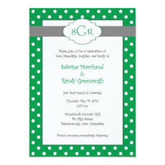 Den gröna polkaen pricker bröllopinbjudningar 12,7 x 17,8 cm inbjudningskort
