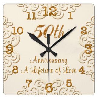 Den guld- bröllopsdagen för anpassadet 50th tar fyrkantig klocka