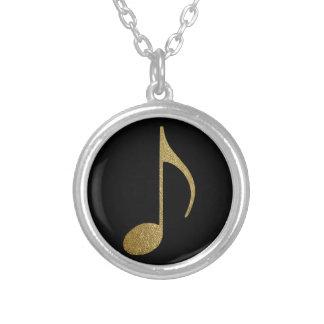 den guld- musikalen noterar silverpläterat halsband