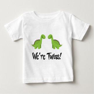 Den gulliga dinosauren kopplar samman gåvan t shirts