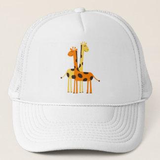 Den gulliga roliga giraffet parar truckerkeps